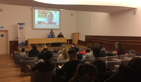 Francesc Miralles va fer una videoconferència des de l'Índia.