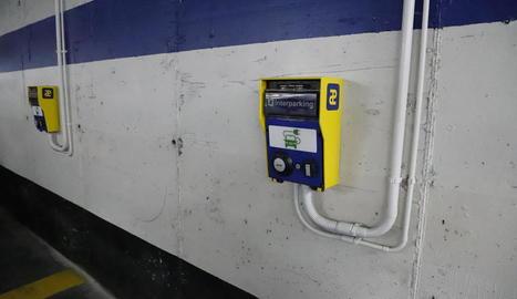 Punts de recàrrega per a cotxes elèctrics al pàrquing de Blondel.