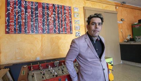 L'artista David Tarragó, autor del mural blaugrana a Sant Antolí.
