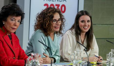 Isabel Celaá, María Jesús Montero i Irene Montero, ahir.