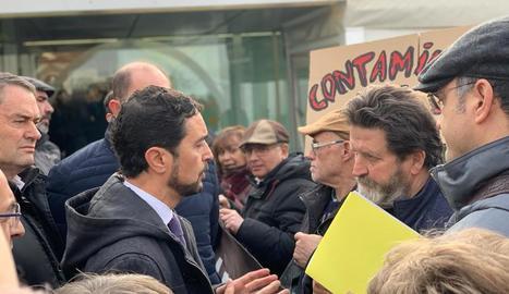 Protesta davant de Calvet.