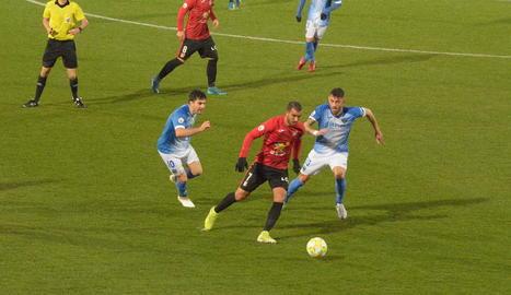 El partit tan sols va durar 14 minuts en no poder jugar-se en condicions.