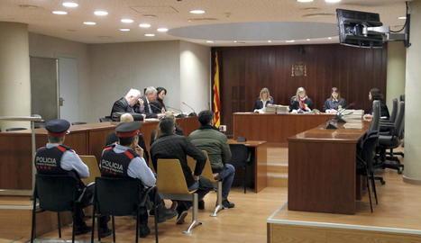 Un matrimoni i el seu fill reconeixen a l'Audiència de Lleida haver-se quedat amb joies i rellotges robats