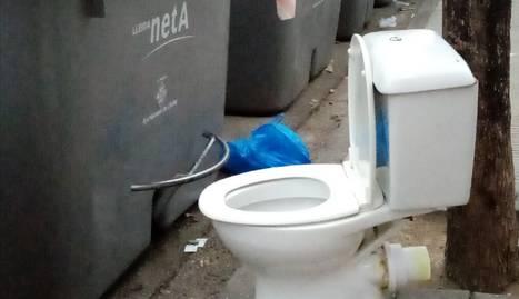Un WC en ple carrer, a Pardinyes