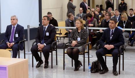 Cèsar Puig, Pere Soler, Teresa Laplana i Josep Lluís Trapero, ahir, al banc de l'Audiència Nacional al començar el judici per l'1-O.
