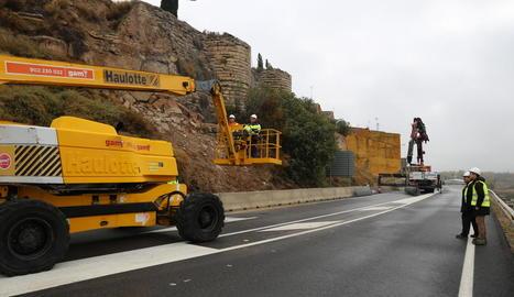 Els treballs d'urgència a la muralles el mes d'octubre passat.