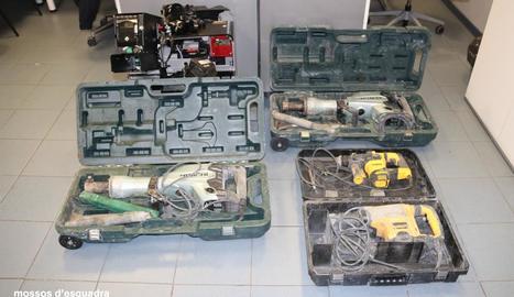 Tres detinguts a Lleida per cinc robatoris amb força a diferents establiments