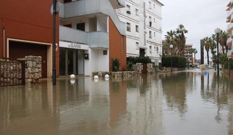 El delta de l'Ebre es troba en emergència després de les destrosses causades pel temporal.