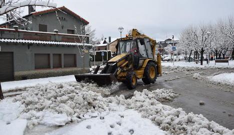 El Glòria arriba al Pirineu i deixa 2.000 abonats sense llum i fins a 80 cm de neu