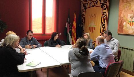 L'equip de govern d'Almacelles durant una reunió.