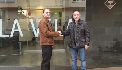 L'alcalde, Manel Ezquerra, amb el tècnic Jacob Marcos.
