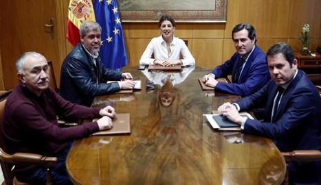 Reunió de la ministra de Treball, Yolanda Díaz, ahir, amb els agents socials.