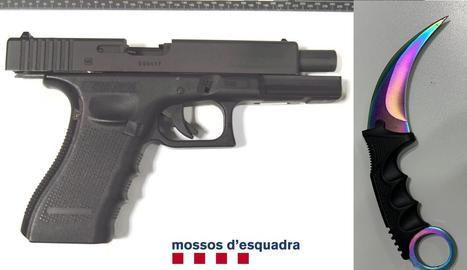 Imatge de la pistola i el punyal utilitzats pels lladres durant l'atracament.