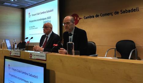 Josep Oliu (esq.), amb el president de la Cambra de Sabadell.
