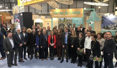 La consellera Chacón i Talarn (centre), amb representants d'ajuntaments i consells lleidatans.