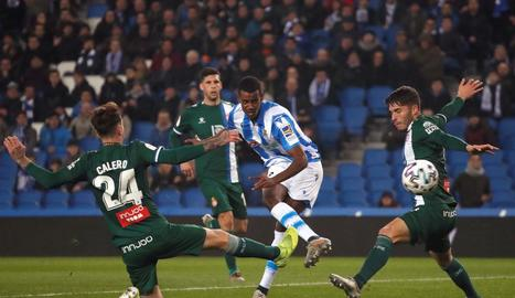El jugador de la Reial Societat Alexander Isak marca el segon gol davant de l'Espanyol.