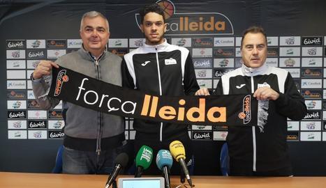 Eddy Polanco, flanquejat per Albert Aliaga i Gustavo Aranzana durant la presentació oficial d'ahir.