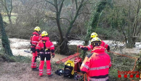 Els Bombers de la Generalitat van rescatar el cadàver d'un home que havia desaparegut a Jorba.
