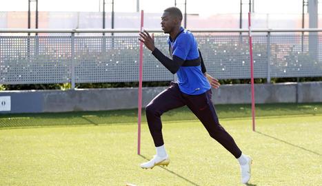 Ousmane Dembélé, durant l'entrenament d'ahir.
