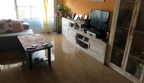 Aigua a la planta baixa d'una casa a Agramunt.