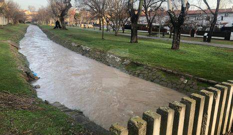 El riu Sió, aquest divendres al seu pas per Agramunt.