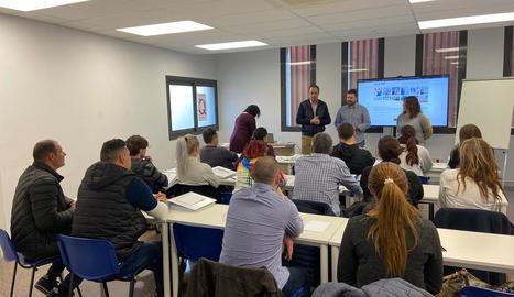 Els inscrits que ahir van començar el curs al CEI de Balaguer.