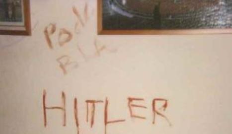 Missatges que va escriure l'assassí confés al lloc del crim a Montgat amb sang de la víctima.