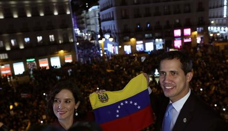 La ministra d'exteriors, Arancha González Laya, amb Juan Guaidó a la Casa de les Amèriques.