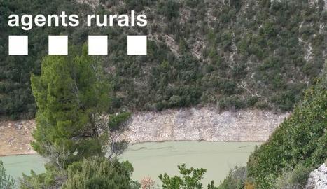 Imatges de l'accés de Corçà tancat pels bombers de la Generalitat.