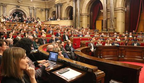 Una vista de l'hemicicle del Parlament aquest dilluns.