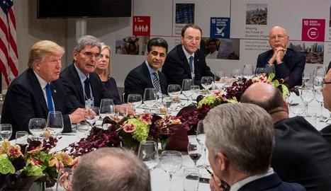 Els polítics i representants de les empreses globals, reunits.