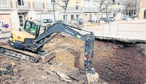 Treballs de sanejament han revelat l'existència d'una antiga bassa a Fraga.