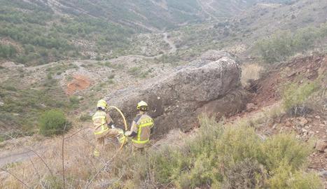 La roca que amenaça de desprendre's a l'accés a Hortoneda.