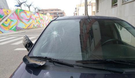 Una imatge del vehicle danyat de l'edil.
