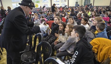 La presentació del programa Tutoria entre Iguals va tenir lloc al pavelló de Guissona, on es va donar els diplomes als alumnes.