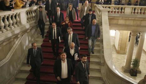 Torra i Torrent van acompanyar Junqueras, Turull, Romeva, Forn, Rull i Bassa a l'acabar la sessió.