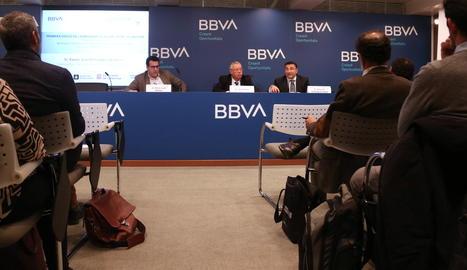 El president del Gremi del Motor i de Fecavem, Jaume Roura, i Chema López Montoya, Director en MSI, Sistemes d'Intel·ligència de Mercat, en un esmorzar informatiu.