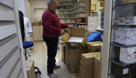 Reserves de mascaretes a la farmàcia Voltas de Lleida, on van registrar una comanda de 50.000.