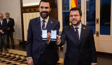 Quim Torra es dirigeix a llegir la declaració institucional a la Galeria Gòtica del Palau de la Generalitat.