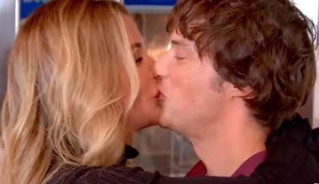 El petó de Jordi i Rebecca.
