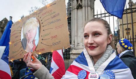 Els partidaris britànics de la permanència a la UE encara protestaven ahir contra el Brexit.
