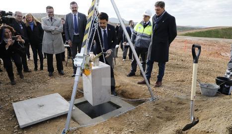 El conseller Calvet posa la primera pedra de la nova planta del CTR del Segrià, a Montoliu de Lleida.