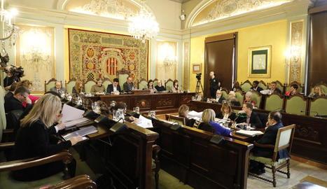 El saló de sessions va acollir ahir la junta general de l'EMU i el ple de la Paeria.