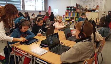 Alumnes de l'escola Parc de Saladar d'Alcarràs participant en una sessió de 'Endesa Educa Digital'.