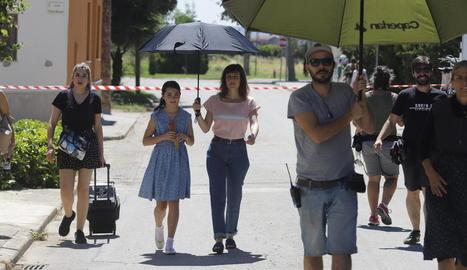 Andrea Fandos i Natalia de Molina, durant el rodatge de la pel·lícula el juliol passat a Gimenells.