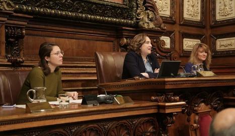 L'alcaldessa de Barcelona, Ada Colau, durant una intervenció al ple celebrat ahir.