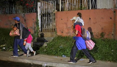 Alguns dels hondurenys que formen part de la caravana.