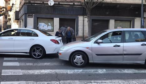Col·lisió ahir entre tres vehicles a l'avinguda Prat de la Riba.