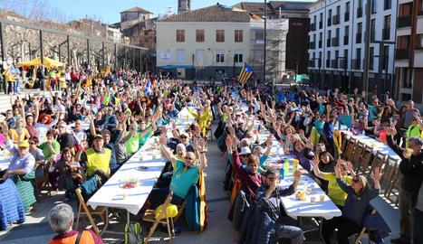 """Mobilització - Centenars de persones van participar en les marxes """"per la llibertat i contra la repressió"""" que van recórrer ahir la Garrotxa. Des de Santa Pau, Hostalnou de Bianya, la Vall d'en Bas i Besalú, les quatre columnes van conflu ..."""