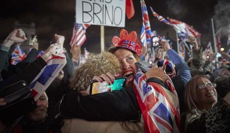 Part dels britànics van celebrar efusivament la sortida del Regne Unit de la Unió Europea.